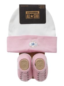 New born hat and booties gift set