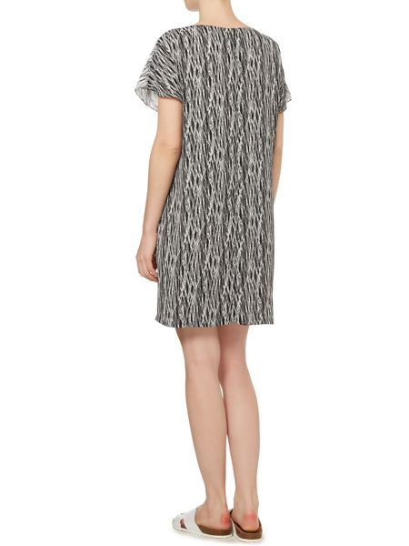 Vince Camuto Shortsleeved etch print layered shift dress