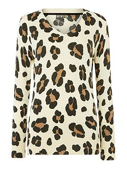 Leopard printed v neck jumper