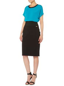 Short sleeve oversize contrast neck trim top