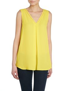 Vince Camuto Sleeveless v neck blouse top