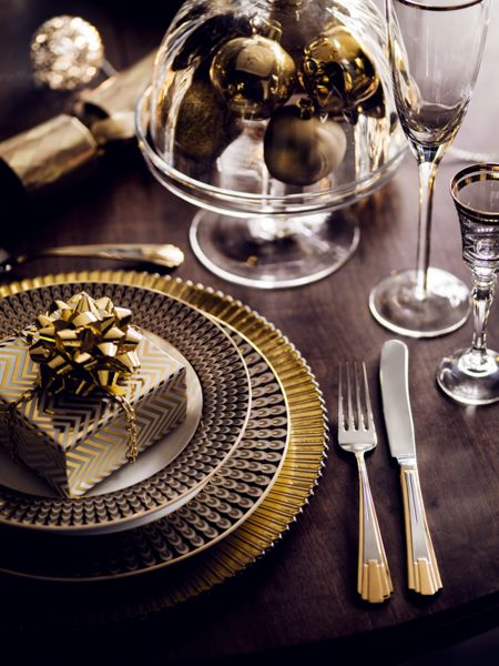 Linea Gold chevron wrapping paper
