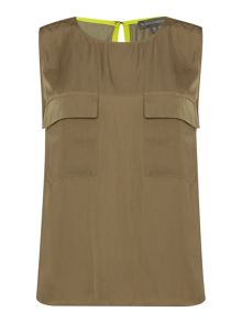 Sleeveless blouse with pockets
