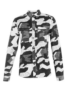 Long sleeve camo double pocket overshirt