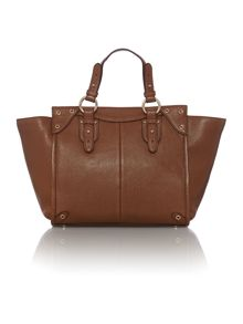 Chelsea tan winged tote bag
