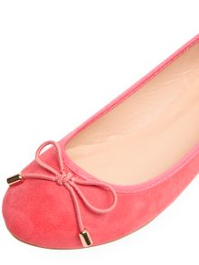 Round Toe Bow Pumps