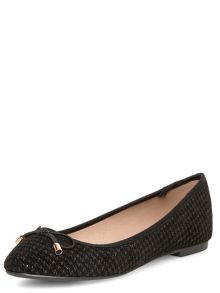 Round Dogtooth Pumps