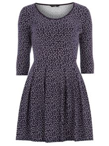 Ditsy Print Voop Neck Dress