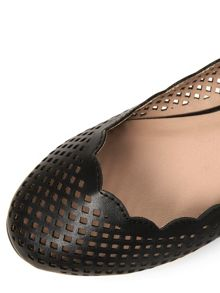 Lazercut Round Toe Pump