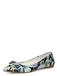 Pointed Flat Pump