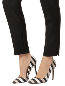Stripe Pointed Courts