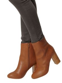 Loop 70S Style Heeled Boots