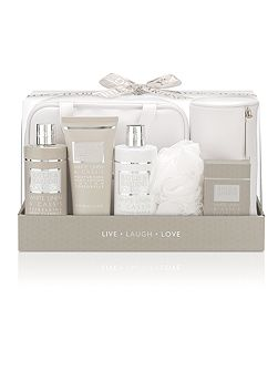 La Maison Luxury Travel Exclusive Set