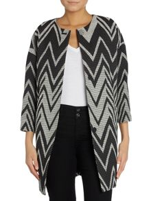 Vince Camuto Collarless jacket in zigzag prnt