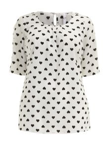 Plus Size Heart print shell top