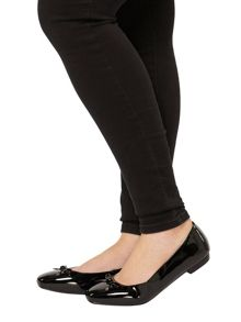 Evans Extra wide fit black patent pump