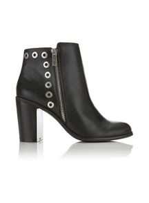Miss Selfridge ANDORA Eyelet Ankle Boots