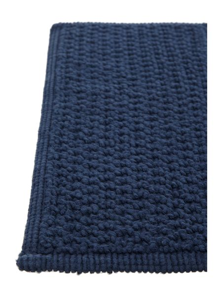 Linea Reversible Bobble Pedestal Mat in Navy