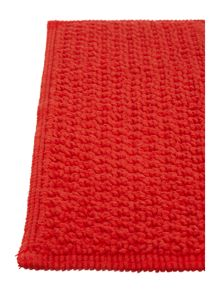 Linea Reversible Bobble Pedestal Mat in Red