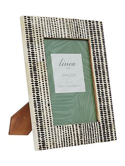 Linea Black and white frame 5 x 7