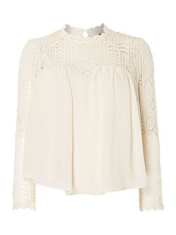 Blouse with laced neck and sleeves