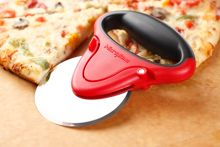 Microplane Pizza cutter red and black