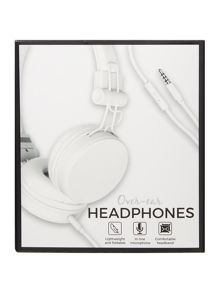 Over ear wired headphones
