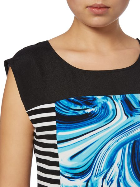 Episode Monochrome tee with whirlpool print