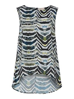Wave print sleeveless blouse