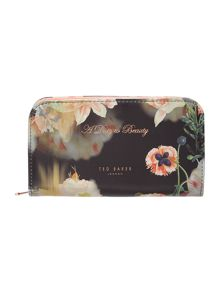 Multi-floral manicure set