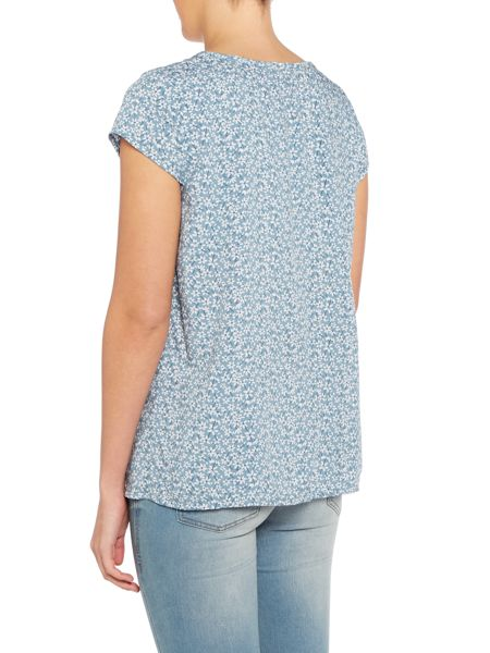 LILY & ME Pin tuck floral print top