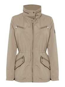 Wing collar anorak
