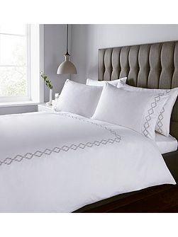 400 thread count classic embroidery duvet set