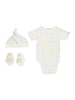 Baby boys Hat, slippers & bodysuit set