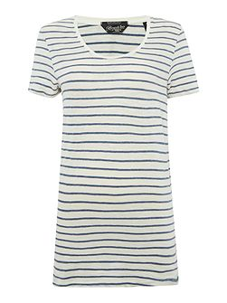 Striped t-shirt with necklace