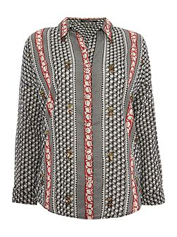 Embellished print shirt with necklace