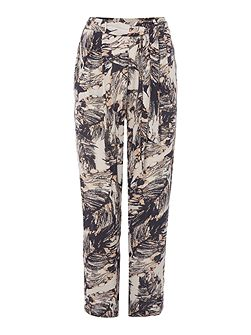 Feather print crinkle trousers
