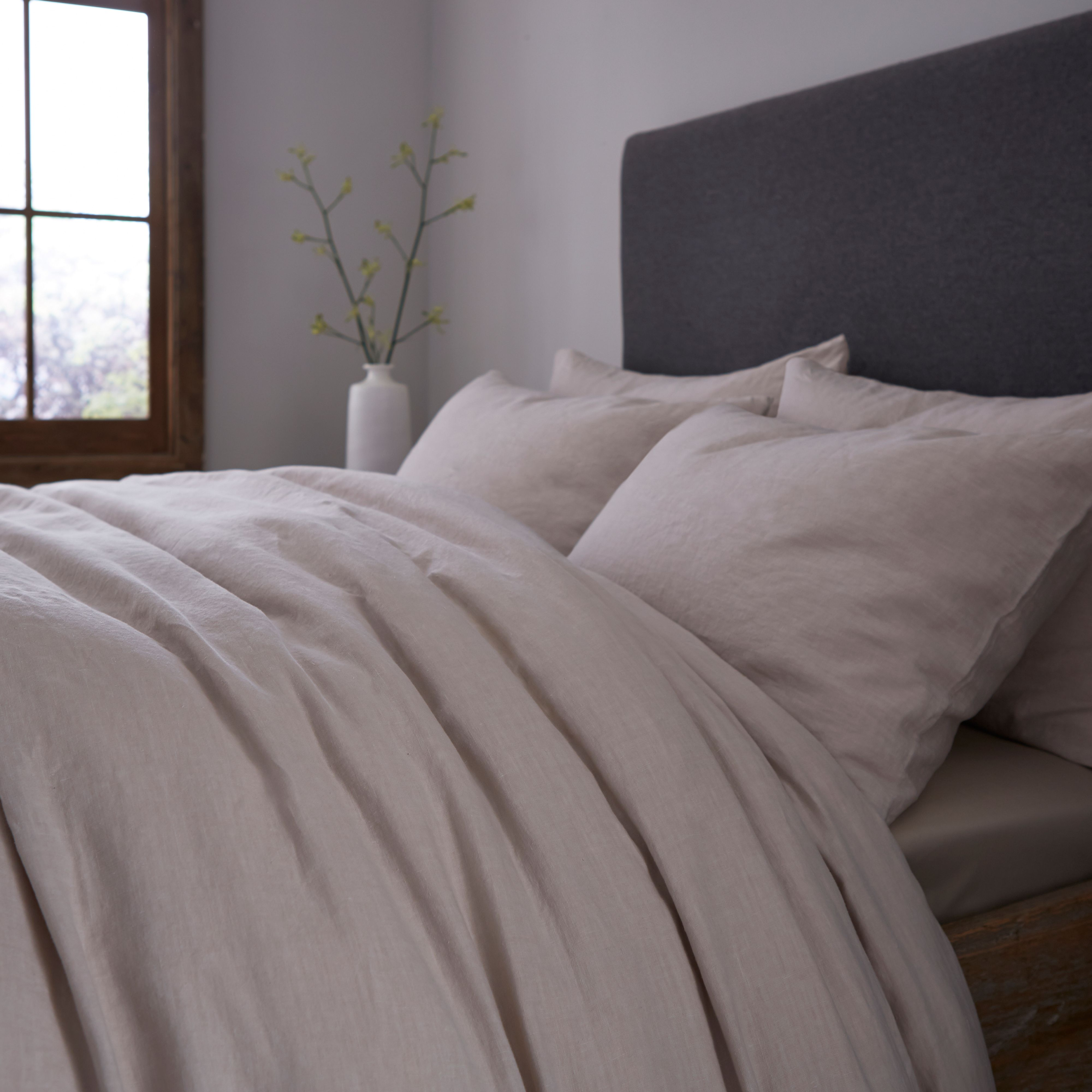 Gray & Willow Gray & Willow Halston stonewashed linen pillowcase pair