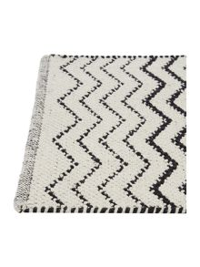 Linea Black chevron bath mat