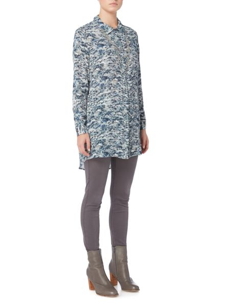 Gray & Willow Elv print gathered back waist longline shirt