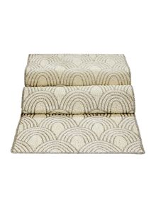 Linea Scallop beaded runner