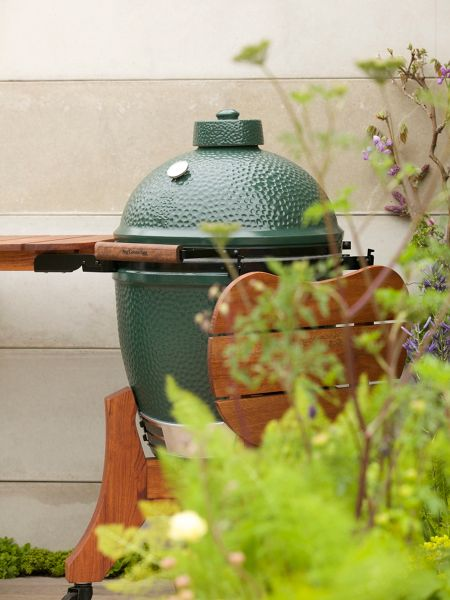 Big Green Egg Large barbecue in mahogany base with shelves