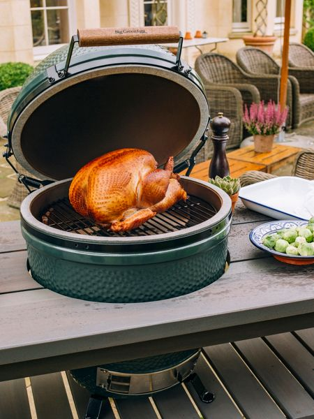 Big Green Egg Large barbecue in slate grey table