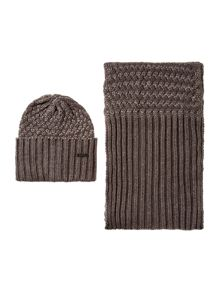 Barbour Barbour international hat and scarf gift set