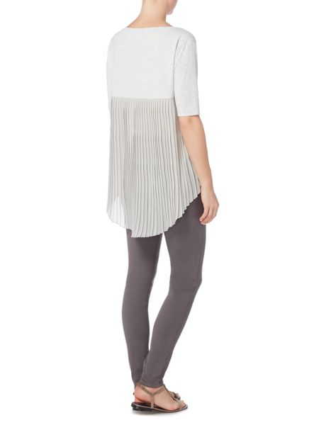 Gray & Willow Daphne pleat back short sleeve top