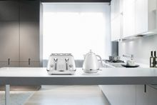 Delonghi Elements Cloudy White Kettle