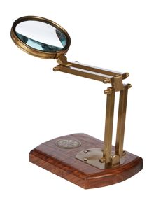 Linea Standing magnifying glass