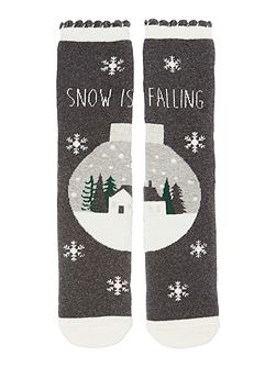 Snow is falling bed sock