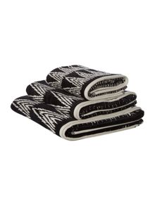 Linea Tribe all over pattern towels
