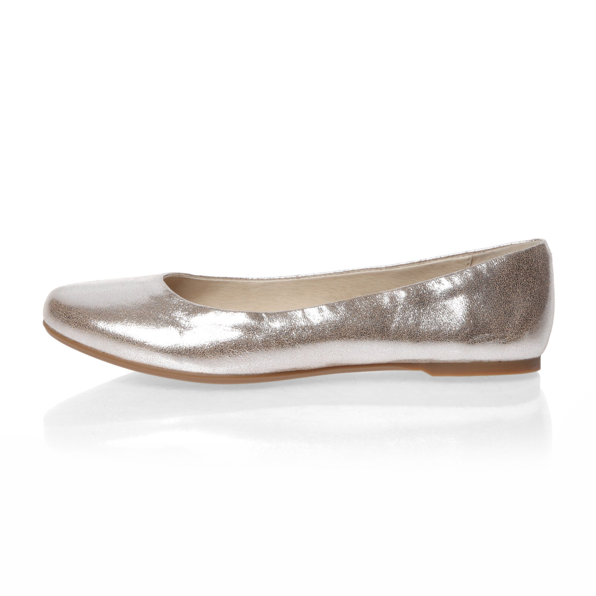 Round toe ballerina shoes